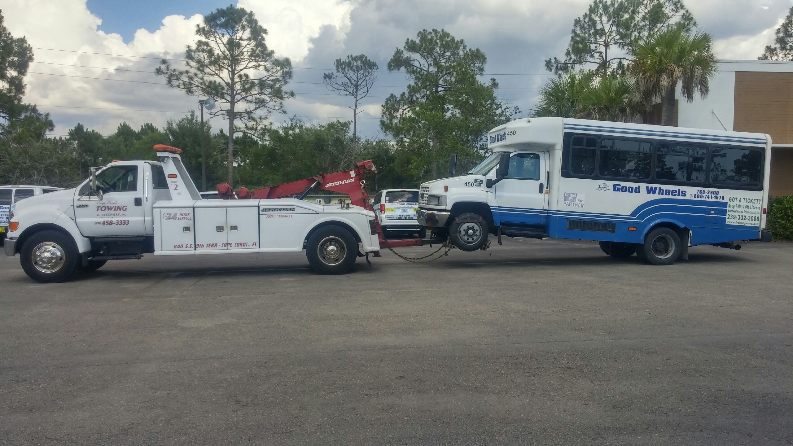 Emergency Towing Services in Lehigh Acres