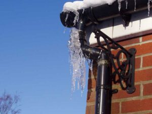 How to Deal With Frozen Pipes